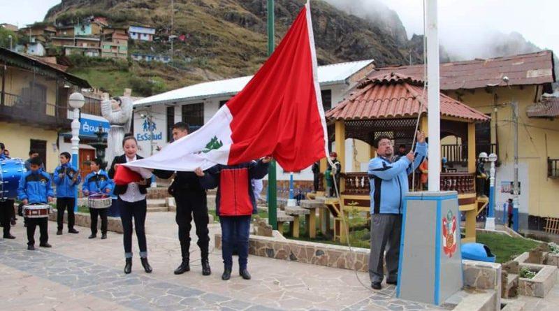 RADIO STEREO HUALGAYOC, PARTICIPO DE LA CEREMONIA E IZAMIENTO DEL PABELLÓN NACIONAL Y LOCAL EN HUALGAYOC.