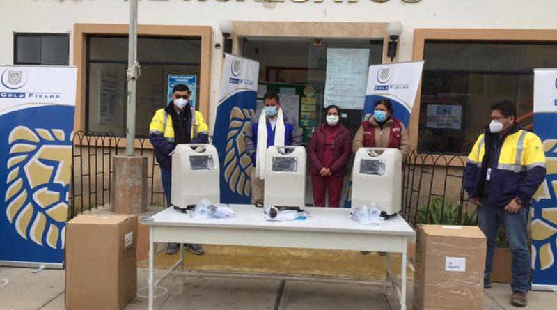 Gold Fields entrega cinco concentradores de oxígeno medicinal ante alcalde y gerente de la micro red de salud Hualgayoc